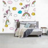 Behang - Fotobehang - eenhoorns op regenbogen - Breedte 300 cm x hoogte 300 cm