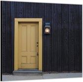Dibond –Gele Deur in Zwarte Wand -50x50 Foto op Aluminium (Wanddecoratie van metaal)