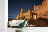 Fotobehang vinyl - Weg naar het Franse kasteel in Carcassonne breedte 390 cm x hoogte 260 cm - Foto print op behang (in 7 formaten beschikbaar)
