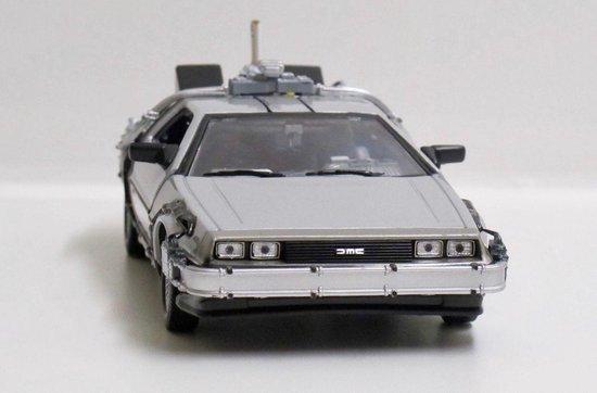 Movie Memorabilia DeLorean Back To The Future II Time Machine Fly Mode - 1:24 - Welly