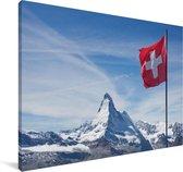 De Zwitserse vlag in de bergen Canvas 90x60 cm - Foto print op Canvas schilderij (Wanddecoratie woonkamer / slaapkamer)