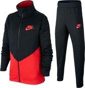 Nike Core Futura Trainingspak - Maat 140  - Unisex - Zwart/Rood