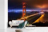 Fotobehang vinyl - De Golden Gate Bridge in de nacht verlicht breedte 540 cm x hoogte 360 cm - Foto print op behang (in 7 formaten beschikbaar)