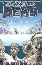 Walking Dead Walking Dead (02): Miles Behind Us