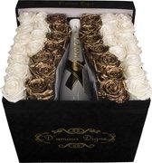 Flowerbox   Rozen in doos   Goud en Wit   Champagne   Moët en Chandon   Leuk voor bruiloften!   Luxe uitstraling   Doos van suede  