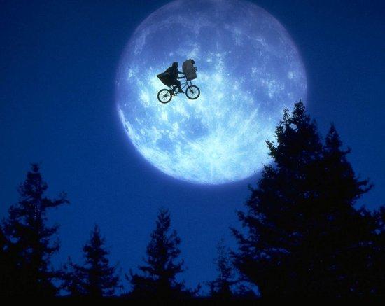E.T. THE EXTRA-TERRESTRIAL (D)