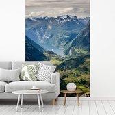 Fotobehang vinyl - Panorama van het Noorse Geirangerfjord vanuit Dalsniba breedte 215 cm x hoogte 320 cm - Foto print op behang (in 7 formaten beschikbaar)