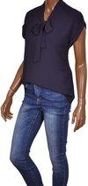 Korte mouwen strik blouse Iris van Triple Nine navy - Maat S