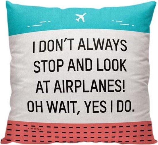 'Look at Airplanes..' - Sierkussen - 40 x 40 cm - Reis Quote - Vliegtuig fanaten/Vliegtuig liefhebbers - Reizen / Vakantie - Reisliefhebbers - Voor op de bank/bed