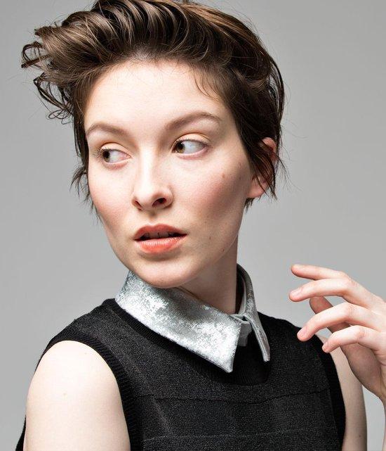 Los, lichtgrijs recht kraagje voor dames met zilveren print #M #Belgisch - Lilirooz.com