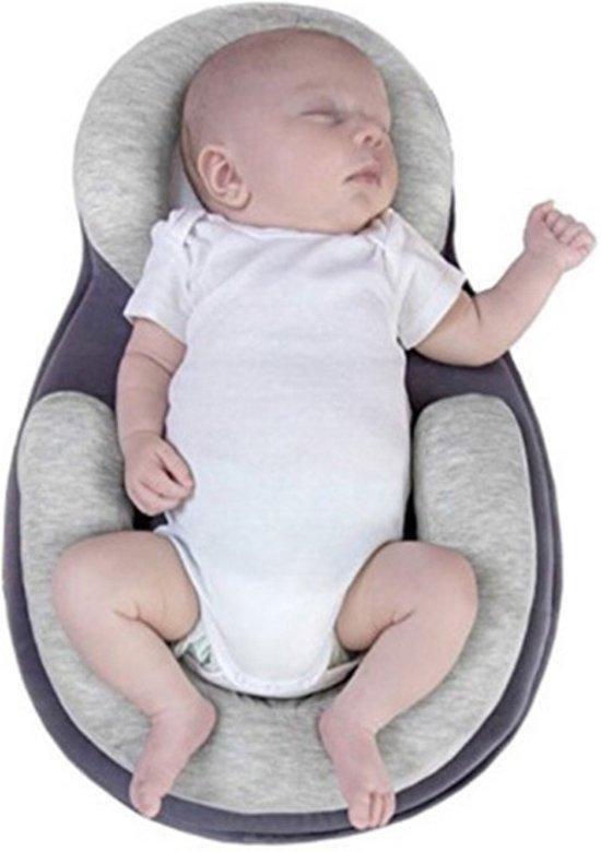 Trendio®️ Baby Nestje – Babynestjes – Draagbaar Babynest - Anti rollover kussen - Slaap Positie Baby – Baby bed voor het reizen - Draagbare Babymatras – Kussen – Baby Nest – Bedje - Kraamcadeau - Babyshower - Donkerblauw/Grijs