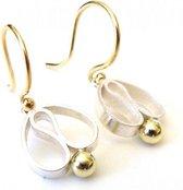 Oorbellen - Handgemaakte oorhangers type 'tulpjes' van goudsmederij vanNienke® Tulpjes! - Eerste gehalte zilver met 14 karaat geel goud en 14kt gouden bolletje - 15mm lang