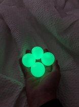 5 Sticky Balls - Sticky Wall Balls - Glow in the Dark - TikTok Trend 2020-2021 - Stress Verminderend - Klevende Plafond Bal - Groen  - Set 5 Stuks - Speelgoed Jongens/Meisjes - Alle Leeftijden - Globbles