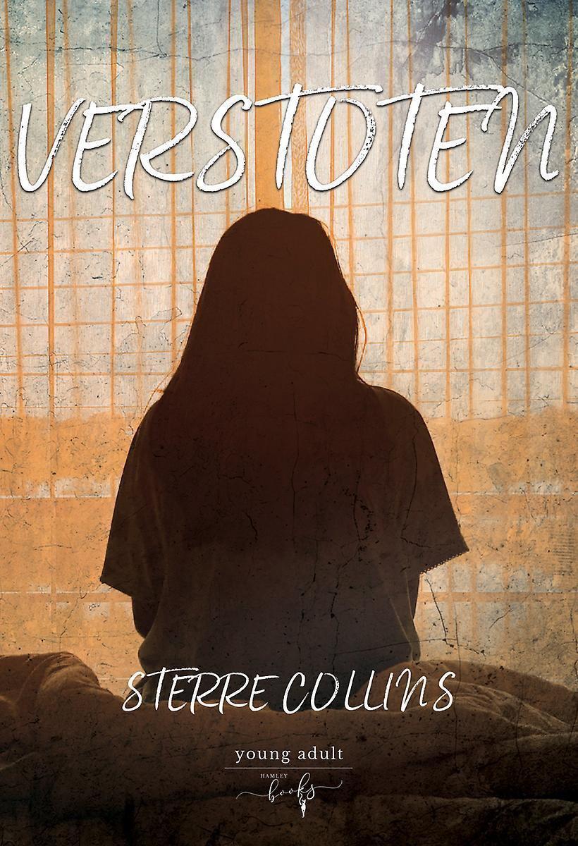 Cover van Verstoten geschreven door Sterre Collins. Een silhouet van een meisje dat voor een raam zit.