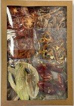 Gemengde gedroogde groenten omvatten 9 variaties: 10 gram gedroogde groene paprika, 10 gram gedroogde gele paprika, 10 gram gedroogde rode paprika, 50 gram gedroogde wortel, 50 gram gedroogde paddenstoel, 10 gram gedroogde aubergine, 20 gram gedroogd