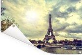 Uitzicht over het water op de Eiffeltoren en Parijs Tuinposter 180x120 cm - Tuindoek / Buitencanvas / Schilderijen voor buiten (tuin decoratie) XXL / Groot formaat!
