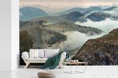 Fotobehang vinyl - Wolkengordijn gaat richting de Ben Nevis in Schotland breedte 420 cm x hoogte 280 cm - Foto print op behang (in 7 formaten beschikbaar)