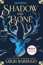 Boek cover Shadow and Bone van Leigh Bardugo (Hardcover)