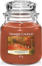 Yankee Candle Medium Geurkaars - Woodland Road Trip