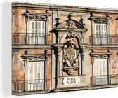 Oud gebouw op het plein van Plaza Mayor in het Spaanse Madrid Canvas 30x20 cm - klein - Foto print op Canvas schilderij (Wanddecoratie woonkamer / slaapkamer)
