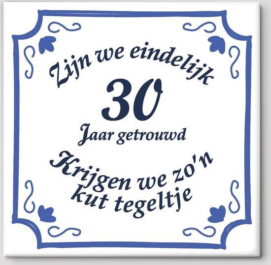 30 jarig Huwelijk cadeau   Zijn we eindelijk 30 jaar getrouwd krijgen we zo'n kut tegeltje   Tegeltje spreuk 30 jaar getrouwd  Spreuktegels   Cadeau 30 jaar getrouwd