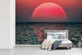 Fotobehang vinyl - Zonsondergang in de zee breedte 420 cm x hoogte 280 cm - Foto print op behang (in 7 formaten beschikbaar)