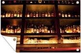 Drink flessen op en boven de bar tuinposter 120x80 cm - Tuindoek / Buitencanvas / Schilderijen voor buiten (tuin decoratie)