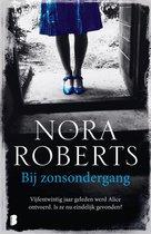 Boek cover Bij zonsondergang van Nora Roberts