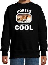 Dieren paarden sweater zwart kinderen - horses are serious cool trui jongens/ meisjes - cadeau bruin paard/ paarden liefhebber 3-4 jaar (98/104)