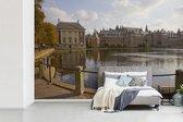 Fotobehang  Binnenhof - Vijver voor  Binnenhof in n Haag breedte 390 cm x hoogte 260 cm - Foto print op vinyl behang (in 7 formaten beschikbaar) - slaapkamer/woonkamer/kantoor