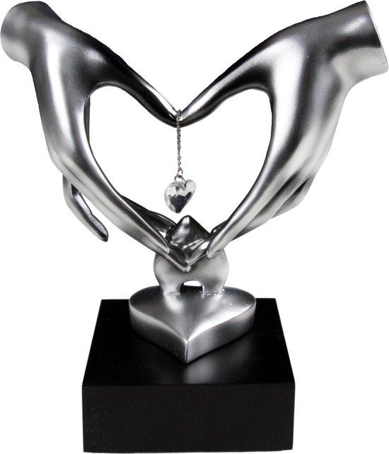 Hart handen met diamant (beeld) 21cm