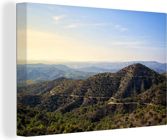 De Trodos bergen op Cyprus tijdens een zonnige dag 120x80 cm - Foto print op Canvas schilderij (Wanddecoratie woonkamer / slaapkamer)