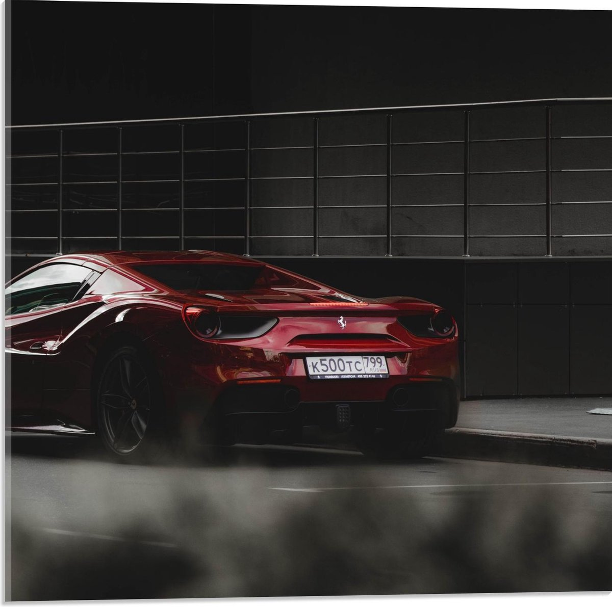 Plexiglas - Rode Raceauto - 50x50cm Foto op Plexiglas (Wanddecoratie op Plexiglas)