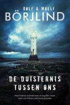 Boek cover De duisternis tussen ons van Molly Börjlind (Paperback)