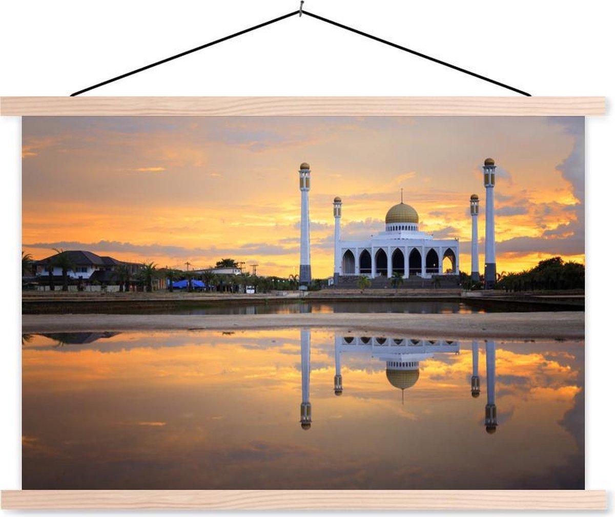 Reflectie van een moskee in het water textielposter latten blank 90x60 cm - Foto print op schoolplaat (wanddecoratie woonkamer/slaapkamer)
