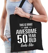 Awesome 50 year / geweldig 50 jaar cadeau tas zwart voor dames - Sarah kado tas / verjaardag tasje / shopper