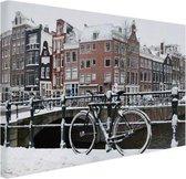 Amsterdam bedekt met sneeuw Canvas 80x60 cm - Foto print op Canvas schilderij (Wanddecoratie woonkamer / slaapkamer) / Steden Canvas Schilderijen