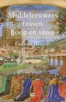 Boek cover Middeleeuwers tussen hoop en vrees van Cas van Houtert