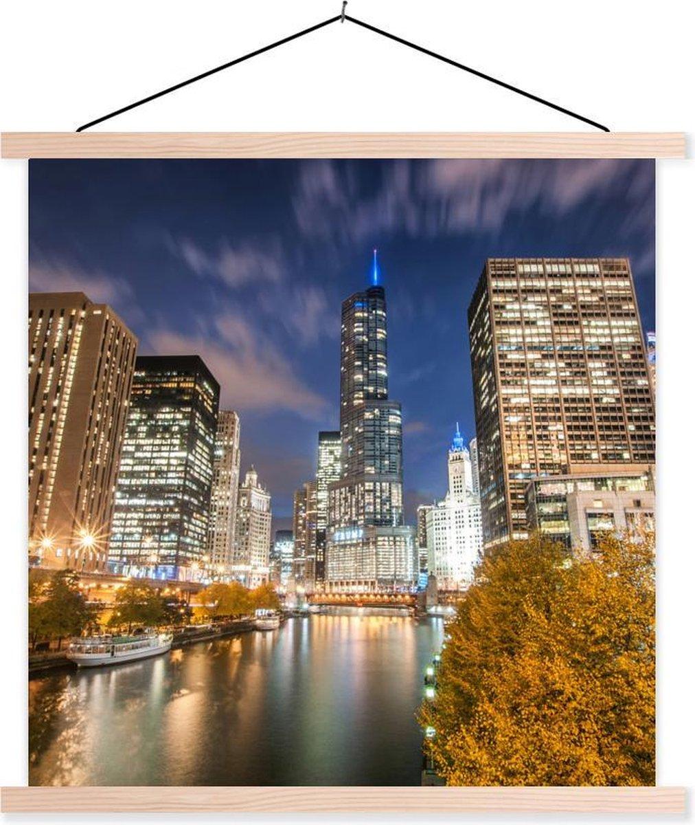 Chicago River voor de Trump International Hotel and Tower tijdens de nacht textielposter latten blank 60x60 cm - Foto print op schoolplaat (wanddecoratie woonkamer/slaapkamer)
