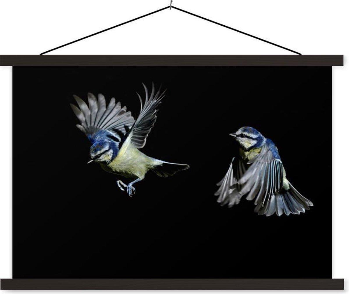 Twee vogels op een zwarte achtergrond textielposter latten zwart 60x40 cm - Foto print op schoolplaat (wanddecoratie woonkamer/slaapkamer)