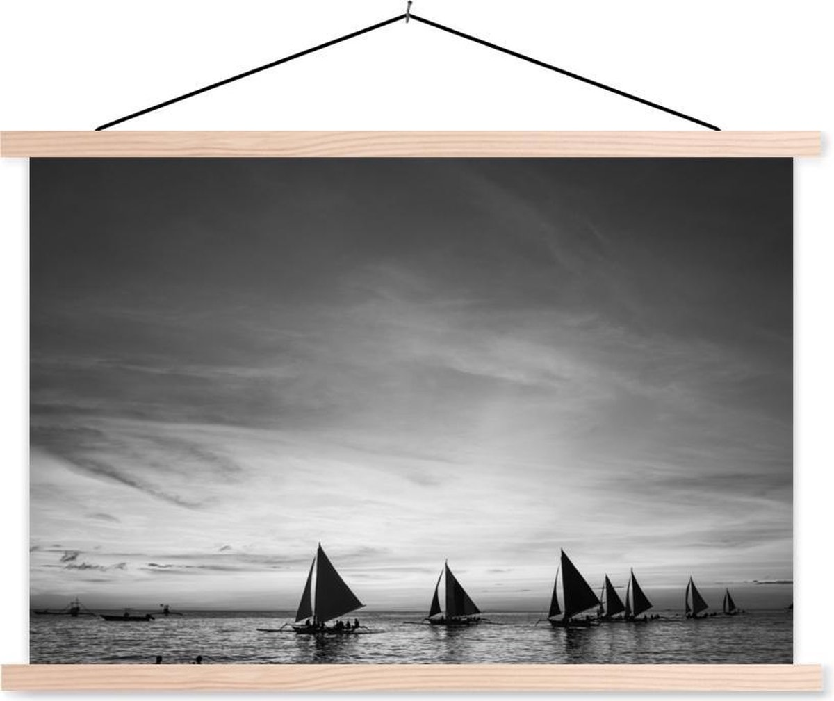 Silhouetten van zeilboten bij het strand van Boracay - zwart wit textielposter latten blank 150x100 cm - Foto print op schoolplaat (wanddecoratie woonkamer/slaapkamer)