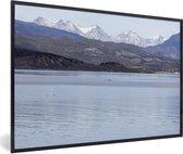 Foto in lijst - Besneeuwde bergen van het Nationaal park Tierra del Fuego fotolijst zwart 60x40 cm - Poster in lijst (Wanddecoratie woonkamer / slaapkamer)