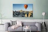 Luchtballon zweeft in een blauwe hemel in Turkije Canvas 180x120 cm - Foto print op Canvas schilderij (Wanddecoratie woonkamer / slaapkamer) XXL / Groot formaat!