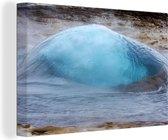 Geysir in Europa op het punt om uit te barsten Canvas 140x90 cm - Foto print op Canvas schilderij (Wanddecoratie woonkamer / slaapkamer)