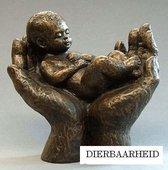 Parastone beeldje baby in handen - brons - 1264.20 - 12 cm hoog