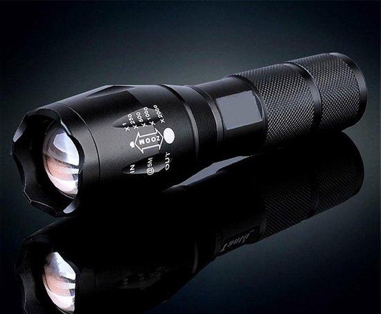 Militaire zaklamp - LED zaklamp - Inzoombaar - incl duracell AAA batterijen