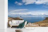 Zicht vanaf heuvels op baai aan Isla del Sol Bolivia fotobehang vinyl 540x360 cm - Foto print op behang