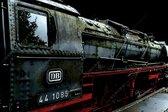 Stoomlocomotief trein in Nederland, Veluwe zwart rood | industrieel, staal, abstract, modern, sfeer | Foto schilderij print op canvas | 60x40cm