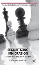 Boek cover Securitizing Immigration van Rens Van Munster