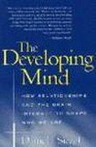 Boek cover The Developing Mind van Daniel J. Siegel